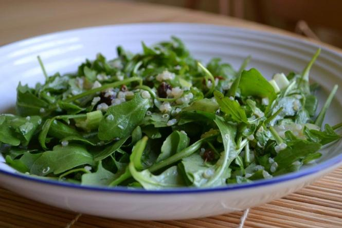 Салат с рукколой, сельдереем и изюмом (2)